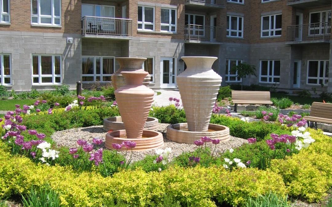 2 Apt Chateau Bordeau cour inté  fontaine