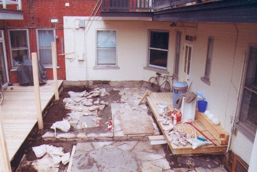 5 ma maison pendant construction cour arrière